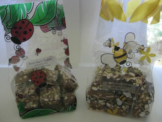 English Toffee 5.5 oz. Decorative Cello Bag-English Toffee, 5.5 oz. English toffee, 6 oz. toffee, 6 ounce toffee, toffee bag, toffee gift, toffee candy gift